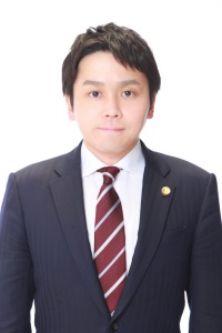 弁護士 平松達基 写真