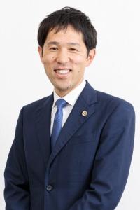 弁護士 三輪知雄 写真